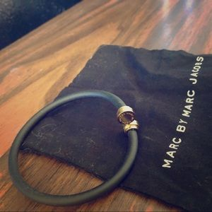 Marc Jacobs Unisex black rubber and brass bangle